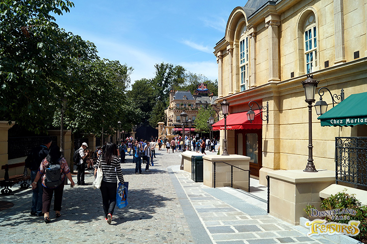 Rue Auguste Gusteau is the east entrance to Disneyland Paris Ratatouille land