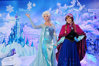 Meet Anna and Elsa at Disneyland Paris Christmas 2014