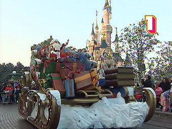 Meet Santa Clause in Disney's Christmas Parade