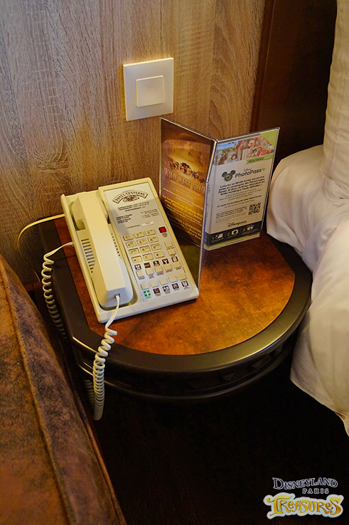 Hotel Cheyenne - The bed side table with phone