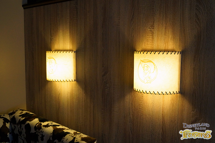 Hotel Cheyenne - The new Sheriff Woody lamps