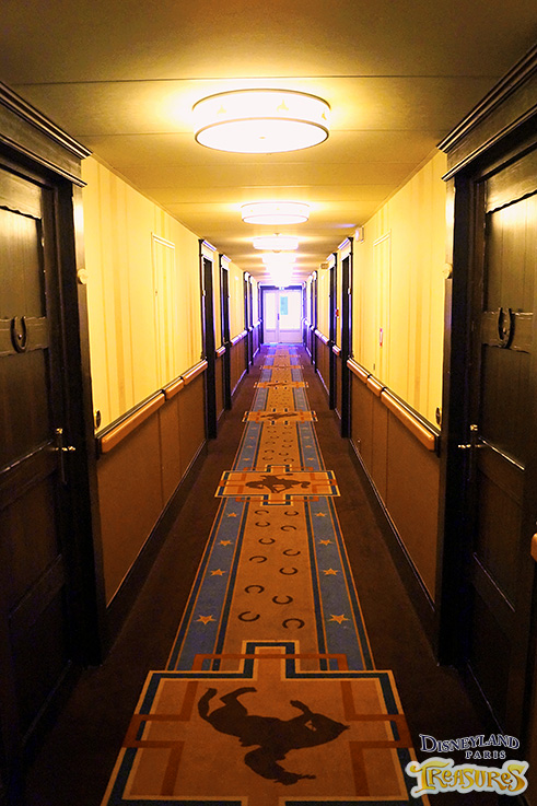 Hotel Cheyenne - The also redesigned hotel corridor